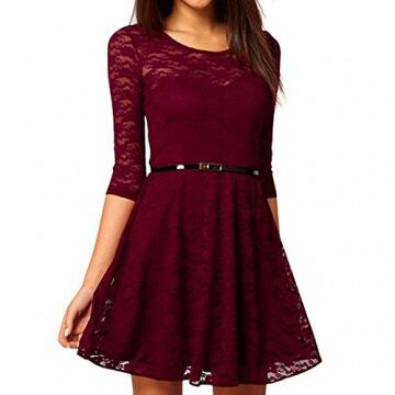 Rotes kleid mit spitzenarmel